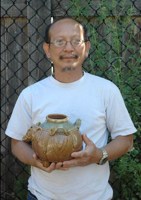 Yary Livan holding elephant pot. Photo by Maggie Holtzberg