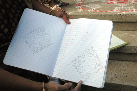 kolam_Geetha holding pattern