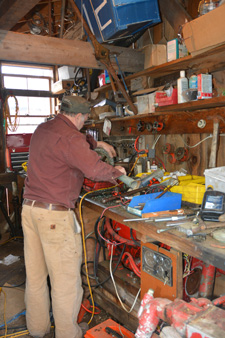 Burnham apprenticeship_using pipe threader